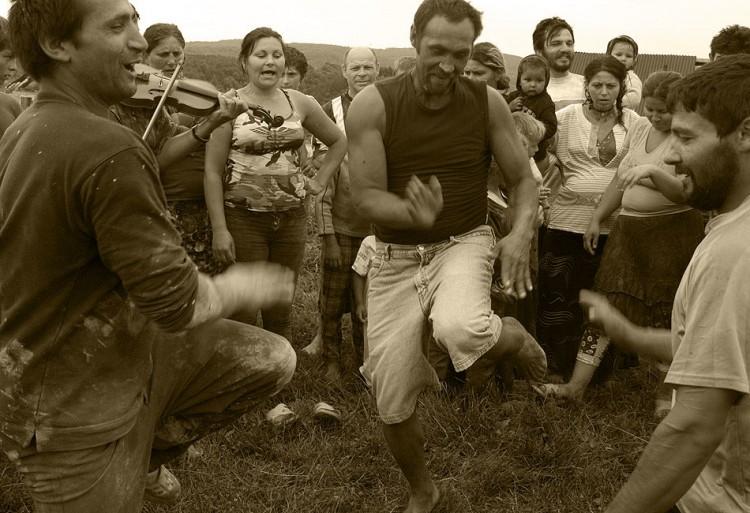 05-gypsy-men-dancing