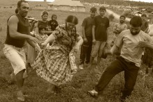 09-gypsy-men-dancing-6
