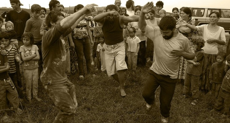 12-gypsy-men-dancing-4