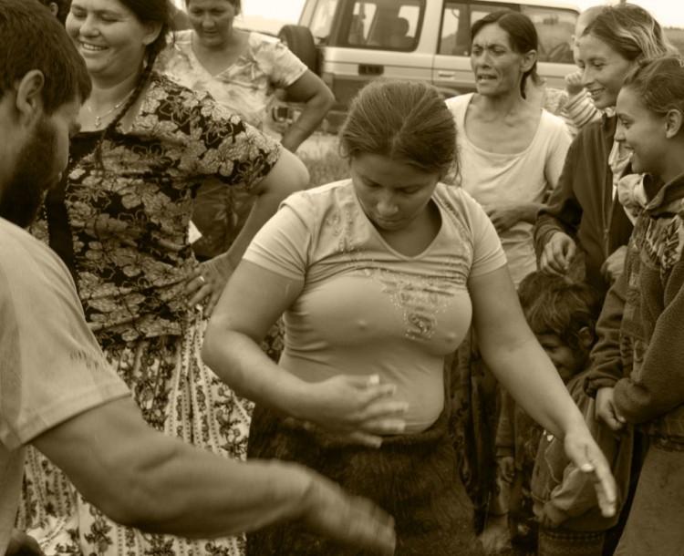 17-gypsy-girl-dancing-3