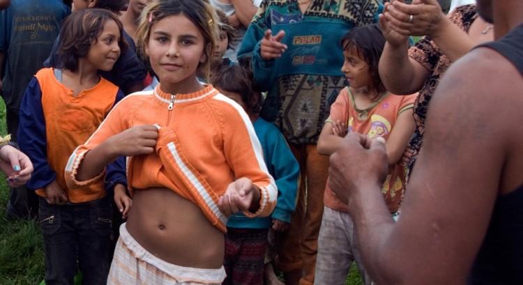 18-gypsy-girl-dancing