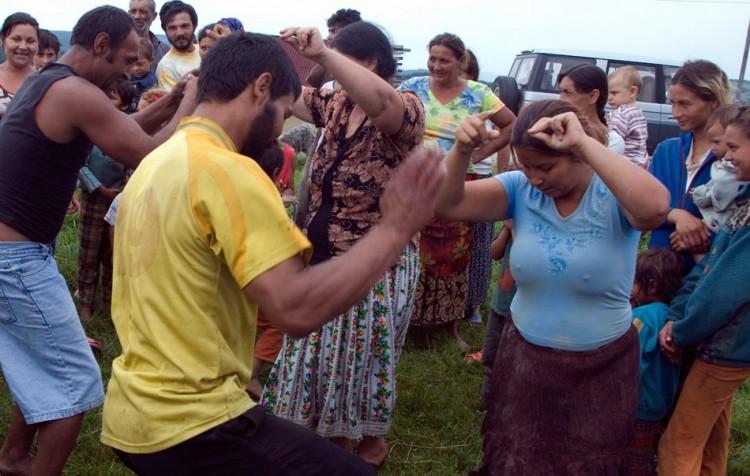 20-gypsy-girl-dancing-2
